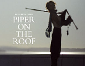 Elisabeth Vatn/Piper on the roof/Front