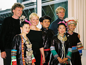 Meeting on a bridge - Terje Isungset, Frode Haltli and Unni Løvlid with musicians from the  Dong-minority  in China